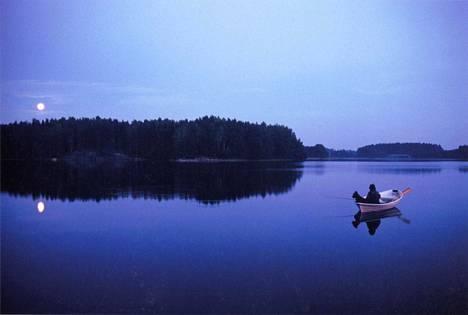 Valokuvaaja Franco Figari näkee Sammatin Valkjärvellä lähes saman maiseman kuin Elias Lönnrot omana aikanaan.