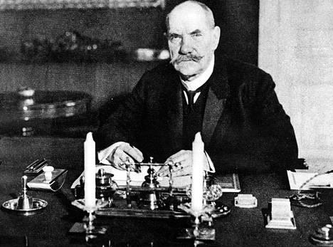 P. E. Svinhufvud Kalevalan riemuvuonna helmikuussa 1935.