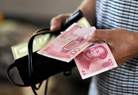 Sadan yuanin seteleissä on yhä Kiinaa vuosina 1945–1976 johtaneen Mao Tse-tungin kuva.