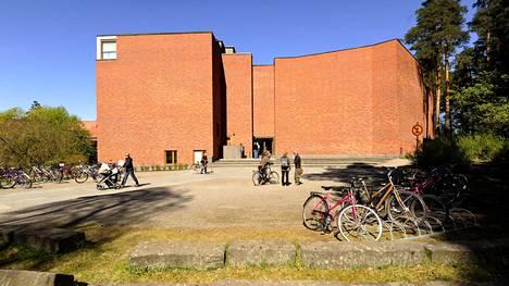 Alvar Aallon suunnittelema Jyväskylän yliopiston päärakennus valmistui vuonna 1955.