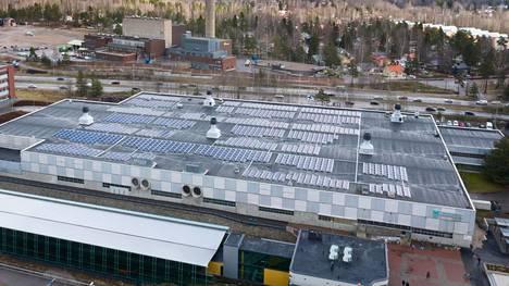 Aurinkosähköjen asentaminen Myllypuroon monitoimihalli Liikuntamyllyyn oli kaupungilta iso projekti. Se on kooltaan 380 kilowattituntia (kWp).