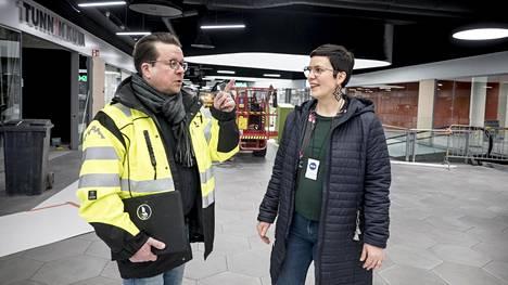 Hertsin pääsuunnittelija, arkkitehti Harri Koskinen ja kauppakeskuspäällikkö Hanna Feodorov.
