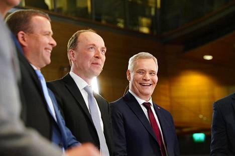 Petteri Orpo , Jussi Halla-aho ja Antti Rinne seurasivat ääntenlaskentaa Pikkuparlamentin tulosillassa eduskuntavaaleissa 14. huhtikuuta.
