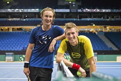 Henri Kontinen (vas.) ja Jarkko Nieminen viihtyvät nelinpeliparina. Kaksikko pelaa yhdessä ensi viikon IPP Openissa.