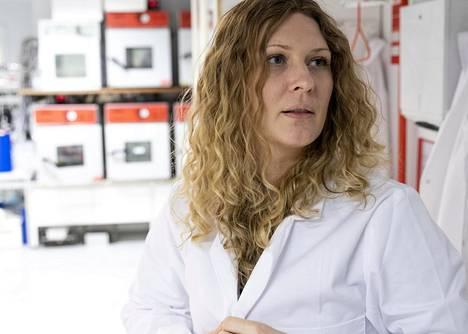 Serbialainen Maja Vučkovac tuli Suomeen väitelläkseen tohtoriksi Aalto-yliopiston teknillisen fysiikan laitoksessa. Hän sai poikkeuksellisesti jäädä valmistuttuaan Espoon Otaniemeen pätkätöihin.