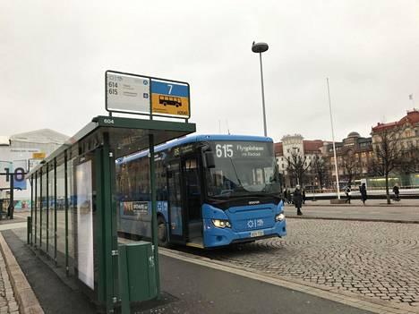 Linja 615 Rautatientorilta Lentoasemalle on yksi Vantaan ongelmalinjoista.