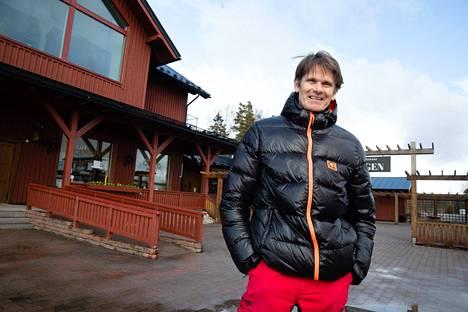"""Marcus Grönholm haaveili kauppakeskus Strandin rantaan Inkoossa asuntomessuja vuodelle 2022, mutta kiittelee nyt, että luopui ajatuksesta. """"Olisi ollut iso työ markkinoida asuntoja näinä aikoina."""""""