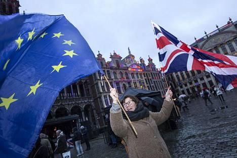 Alison Harries osallistui brittien jäähyväisjuhlaan Brysselin Grand-Placella torstaina.