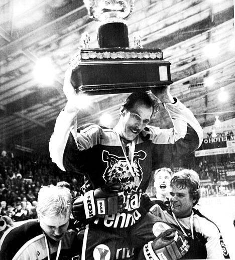 Ilves on juhlinut Suomen mestaruutta viimeksi vuonna 1985. Matti Kaario kantoi kultatuolissa Kanada-maljaa Ilveksen kukistettua Turussa pelatussa viidennessä finaaliottelussa TPS:n maalein 3-2.