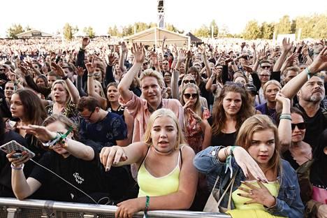 Yleisöä Alman esiintyessä Pori Jazzeilla 19. heinäkuuta 2019.