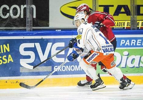 Tapparan Pekka Jormakka teki kaksi maalia heti ensimmäisessä erässä IFK:ta vastaan.