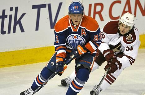 Ales Hemsky jatkaa Edmontonissa kaksi kautta.