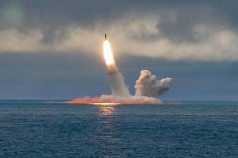 Borei-luokan Yuri Dolgoruky ydinsukellusvene laukaisi RSM-56 Bulava ohjuksen elokuussa Barentsinmerellä.