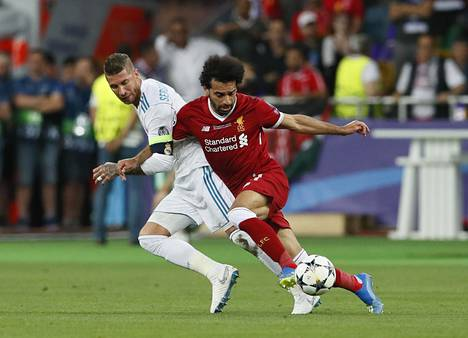 Sergio Ramos (vas.) ja Mohamed Salah ottivat yhteen Mestarien liiga finaalissa 26. toukokuuta 2018. Kaksikko kohtaa tiistaina Madridissa puolivälierien ensimmäisessä osaottelussa.