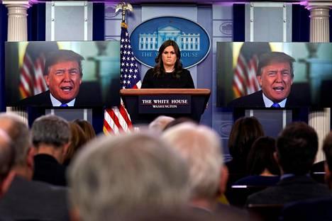 Donald Trump puhui videon välityksellä torstaisessa lehdistötilaisuudessa.