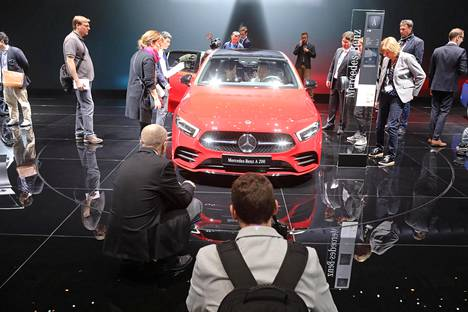 Kansainvälinen media tutustui Mercedes-Benzin uuteen A-sarjalaiseen.