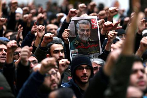 Väkijoukot kerääntyivät suremaan Suleimania kaduille tammikuussa.