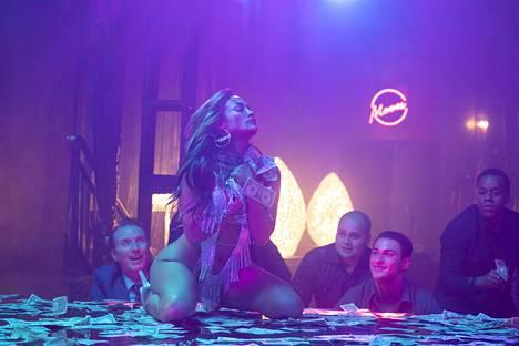 Jennifer Lopez tekee uransa parhaan roolin Hustlers – korkojen kera -elokuvassa.