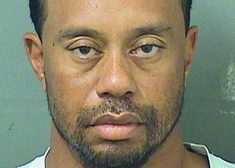 Poliisin ottama kuva pidätetystä Tiger Woodsista.