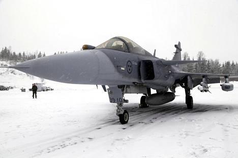 Gripen E -hävittäjä kävi Pirkkalassa Ilmavoimien testeissä viime vuonna.
