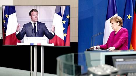 Ranskan presidentti Emmanuel Macron ja Saksan liittokansleri Angela Merkel keskustelivat etäyhteyden välityksellä maanantaina.