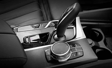 BMW:n ohjausrullaa on helppo käyttää.