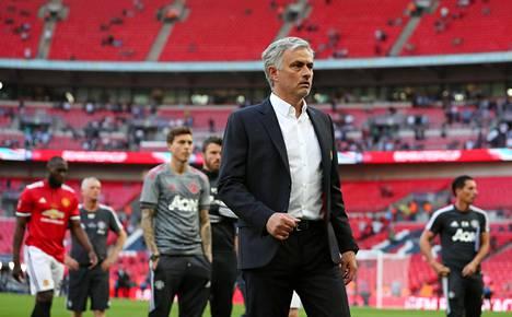 Jose Mourinho joutui pettymään cupin finaalissa lauantaina.