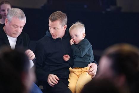 Kimi Räikkönen on julkaissut lapsistaan kuvia sosiaalisessa mediassa ja ottanut heitä toisinaan mukaan julkisiin tilaisuuksiin.
