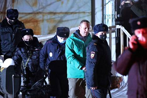 Poliisi otti Aleksei Navalnyin kiinni maanantaina,