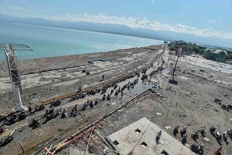 Taman Rian ranta tsunamin jälkeen Länsi-Palussa Indonesiassa sunnuntaina.