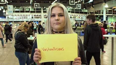 Miranna Gröndahl, 17, kertoi, että moni nuori nainen pohtii, ostaako ruokaa vai e-pillereitä.