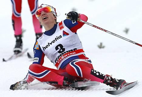 Heidi Weng varmisti Norjan naisten kolmoisvoiton.