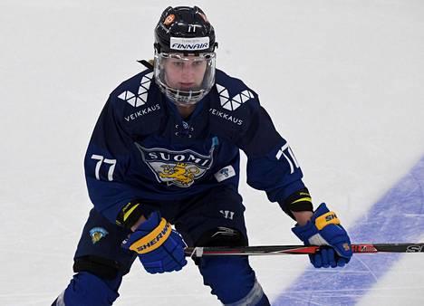 Susanna Tapani pelasi Naisleijonien riveissä Vierumäen harjoitusotteluissa ja kuuluu MM-kisoissa joukkueen tähtiin.