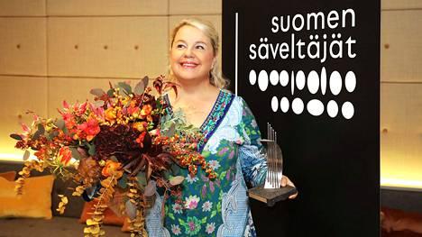 Anu Komsi palkittiin Suomen Säveltäjien jakamalla Madetoja-palkinnolla.