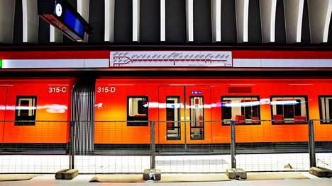 Metron testiajoa Koivusaaren työmaalla elokuussa.