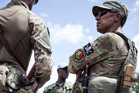 Presidentti Faustin-Archange Touadéran henkivartiostoon kuulunut venäläisen Sewa Security -yhtiön sotilas kuvattiin Keski-Afrikan Berengossa elokuussa. Myös Sewan sanotaan kuuluvan Wagnerin lisäksi Jevgeni Prigožinin yhtiöihin.