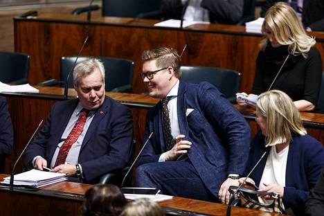 HS:n uusimmat kannatusmittauksen mukaan Sdp on suosituin puolue. Kuvassa Sdp:n kansanedustajat Antti Rinne (vas.), Antti Lindtman, Jutta Urpilainen ja Maria Guzenina.