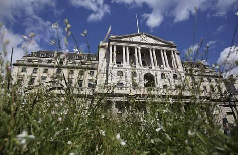 Englannin keskuspankin rakennus Lontoossa torstaina.