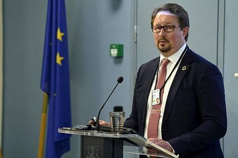Mika Salminen tiedotustilaisuudessa hallituksen koronastrategiasta Helsingissä 3. syyskuuta.