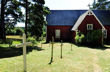 Seilin saaren kirkko ja hautausmaa.