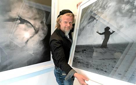 Kotkalaisen valokuvataiteilijan Juha Metson näyttely Jää-jää avattiin Helsingin Lasipalatsissa.