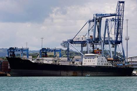 Pohjoiskorealainen alus Chong Chon Gang Manzanillo konttisatamassa Colon Cityssä elokuussa.