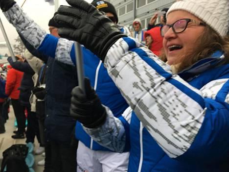 Iivo Niskasen vanhemmat riemuitsivat katsomossa olympiahiihdon aikaan.