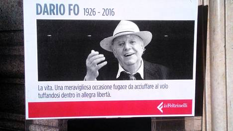 Kirjakauppa kunnioitti Dario Fon muistoa Roomassa.