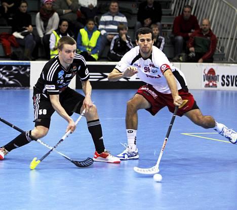 Sekä Tero Tiitu (vas.) että Oliver Wardi edustavat Suomea salibandyn MM-kisoissa joulukuussa Sveitsissä.