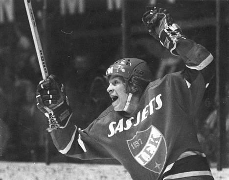 Matti Hagman tuulettaa HIFK:n paidassa tammikuussa 1973.