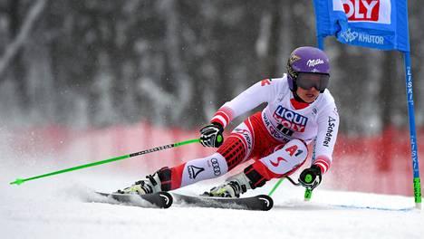 Itävaltalaista Anna Veithiä ei nähdä alppihiihdon seuraavissa MM-kisoissa, sillä hän ilmoitti lopettavansa uransa 30-vuotiaana.