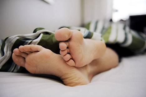 Tutkimuksen mukaan kotitalouden tulotaso vaikutti siihen, kuinka todennäköisesti puolisot nukkuivat samassa sängyssä.