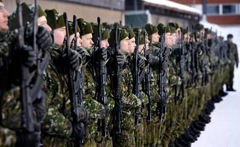 Alokkaita sulkeisharjoituksissa Kainuun prikaatissa helmikuussa 2012.