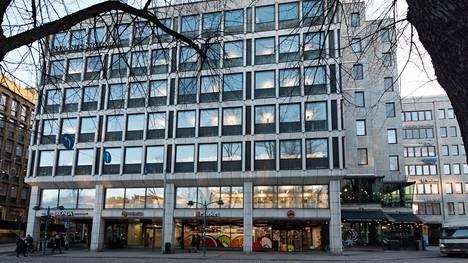Brondankulmana tunnettu Eteläesplanadi 20 myytiin vuonna 2014 sveitsiläisille eläkerahastoille. Kauppahinta oli 60 miljoonaa euroa ja neliöhinta yli 7 000 euroa. Kauppahinnan katsotaan siirtäneen Helsingin kiinteistömarkkinat uuteen aikaan, vaikka sen jälkeen hinnat ovat nousseet vielä jyrkästi.